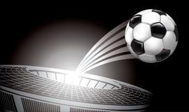 El volar del balón de fútbol del estadio Fotos de archivo libres de regalías