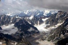 El volar en Denali Fotos de archivo