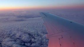 El volar en lapso de tiempo del avión de reacción almacen de video