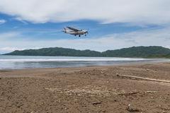 El volar a la playa Imágenes de archivo libres de regalías