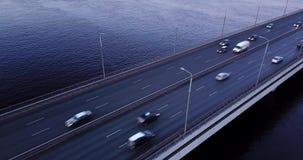 El volar por el puente almacen de metraje de vídeo