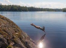 El volar sobre el agua Imágenes de archivo libres de regalías