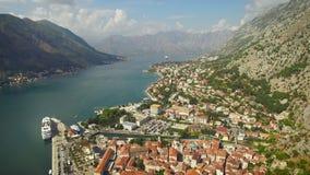 El volar sobre Kotor en Montenegro metrajes