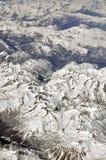 El volar sobre las montañas Fotografía de archivo libre de regalías