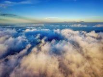 El volar sobre las nubes Fotos de archivo libres de regalías