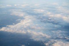 El volar sobre las nubes por la mañana Fotografía de archivo libre de regalías