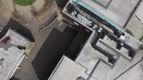 El volar sobre los edificios almacen de video