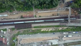 El volar sobre un ferrocarril embotado almacen de video