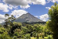 El volcán de Arenal Imágenes de archivo libres de regalías