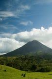 Volcán de Arenal en Costa Rica Imágenes de archivo libres de regalías