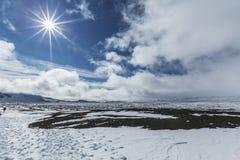 El volcán gigante Askja ofrece una visión en dos lagos del cráter El pequeño Foto de archivo