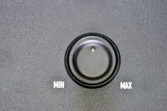 El volumen de control de poder del mínimo al valor máximo, simboliza crecimiento o la disminución fotos de archivo libres de regalías