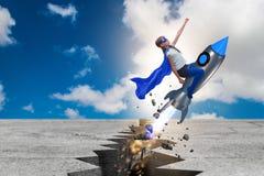El vuelo del niño del super héroe en el cohete Imagen de archivo libre de regalías