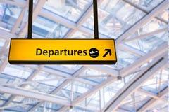 El vuelo, la llegada y la salida suben en el aeropuerto, Fotografía de archivo