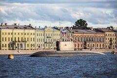 El Vyborg submarino en el día de la bandera rusa, St Petersburg Imagen de archivo