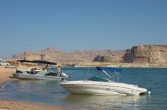 El Watercraft amarró en una playa en el desierto Fotografía de archivo libre de regalías