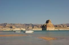 El Watercraft amarró en una playa en el desierto Imágenes de archivo libres de regalías