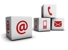 El web nos entra en contacto con los cubos de los iconos Foto de archivo