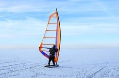 El Windsurfing en el hielo marino Imágenes de archivo libres de regalías