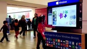 El xbox de Microsoft demuestra el juego de la pintura almacen de video