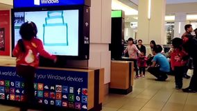 El xbox de Microsoft demuestra el juego de la pintura metrajes