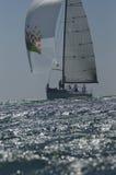 El yate compite en Team Sailing Event Imagen de archivo libre de regalías