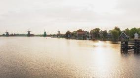El Zaanse Schans con sus molinoes de viento foto de archivo