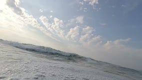 El zambullirse en ondas