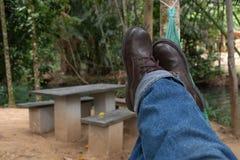 El zapato y los tejanos se relajan Fotos de archivo libres de regalías