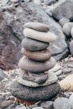 El zen le gusta piedras en la playa Fotos de archivo libres de regalías