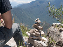 El zen y la energía de la tierra empiedran el piramid Imágenes de archivo libres de regalías