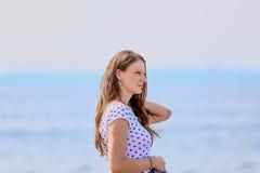 Ela e o mar Fotografia de Stock