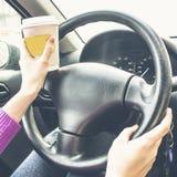 Ela mãos no volante Imagens de Stock