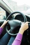 Ela mãos no volante Imagem de Stock Royalty Free