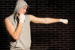 Elaboración joven apta del boxeador Foto de archivo libre de regalías