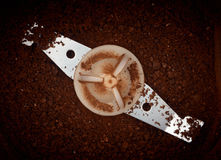 Elaborare dei chicchi di caffè Fotografie Stock Libere da Diritti