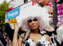 Elaborately klädd deltagare, under Christopher Street Day P Royaltyfria Foton