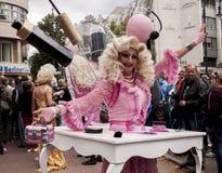 Elaborately klädd deltagarekvinna, under Christopher Street Royaltyfria Foton