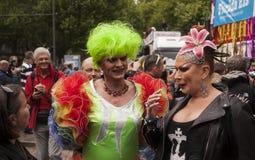 Elaborately klädda deltagare, under Christopher Street Day Royaltyfri Bild