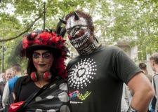 Elaborately klädda deltagare, under Christopher Street Day Royaltyfria Foton