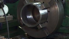 Elaborazione del metallo sul tornio archivi video