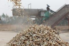 Elaborazione del prodotto agricolo della manioca Fotografie Stock Libere da Diritti