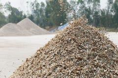 Elaborazione del prodotto agricolo della manioca Immagini Stock