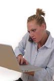Elaborazione multitask 6955 della donna di affari Fotografie Stock