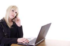 Elaborazione multitask della donna Immagini Stock Libere da Diritti