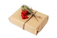 Elabori i contenitori di regalo con la cartolina d'auguri per testo Natale, fondo di festa del nuovo anno su bianco Fotografia Stock