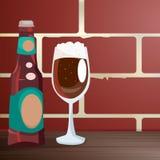 Elabori la birra su una tavola di legno, vicino ad un muro di mattoni illustrazione di stock