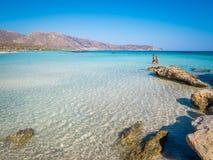 Elafonisi,克利特,希腊,一个天堂海滩用绿松石水,海岛位于接近克利特海岛  免版税图库摄影