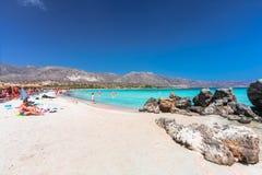 Elafonisi, île Crète, Grèce, - 28 juin 2016 : La belle plage Elafonisi ou Elafonissi avec le sable rose Photo stock