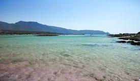 Elafonisi strand med rosa sand på Kreta, Grekland royaltyfri bild